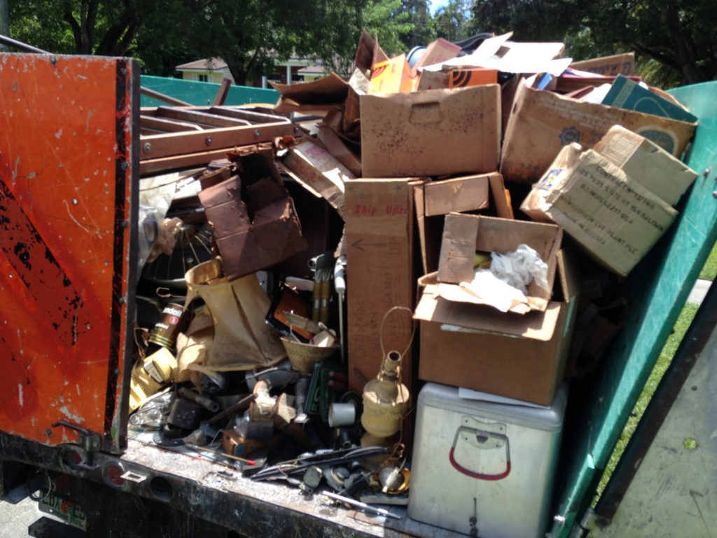 Trash Removal-Des Moines Dumpster Rental & Junk Removal Services-We Offer Residential and Commercial Dumpster Removal Services, Portable Toilet Services, Dumpster Rentals, Bulk Trash, Demolition Removal, Junk Hauling, Rubbish Removal, Waste Containers, Debris Removal, 20 & 30 Yard Container Rentals, and much more!