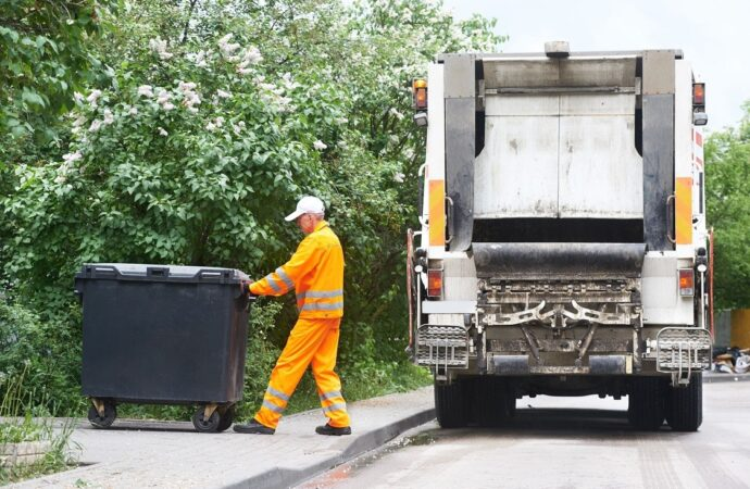 Pleasant Hill-Des Moines Dumpster Rental & Junk Removal Services-We Offer Residential and Commercial Dumpster Removal Services, Portable Toilet Services, Dumpster Rentals, Bulk Trash, Demolition Removal, Junk Hauling, Rubbish Removal, Waste Containers, Debris Removal, 20 & 30 Yard Container Rentals, and much more!